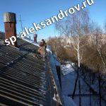 Очистка скатной крыши от снега